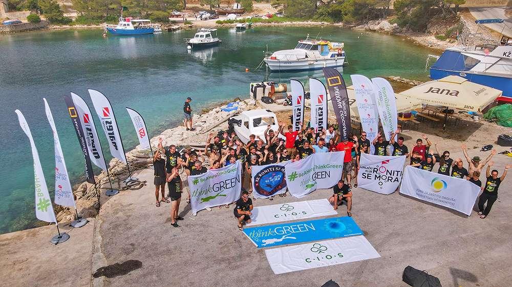 uczestnicy akcji sprzątania wyspy Vis