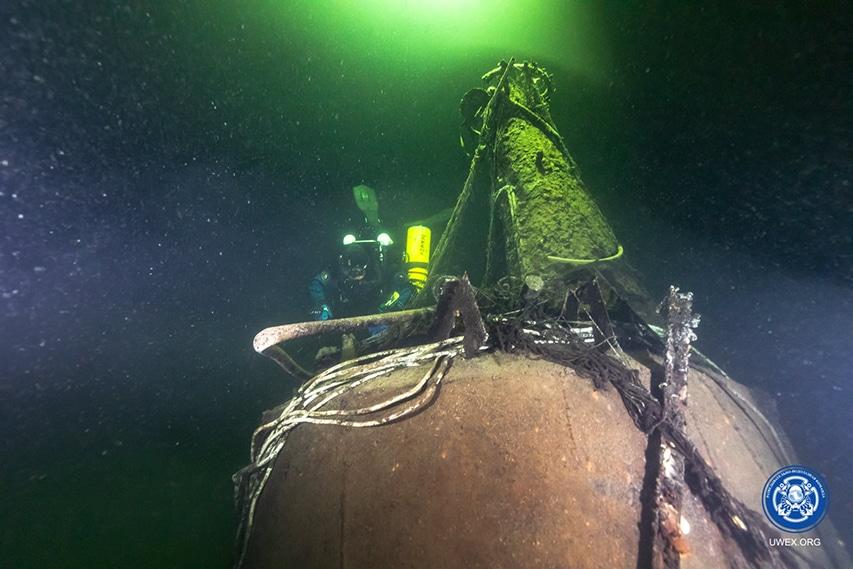 nurek na wraku okrętu M-96
